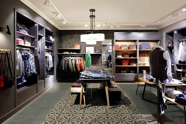 Собственный магазин одежды (шоурум)